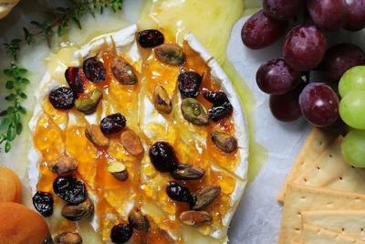 Baked brie with apricot, pistachios and cranberries