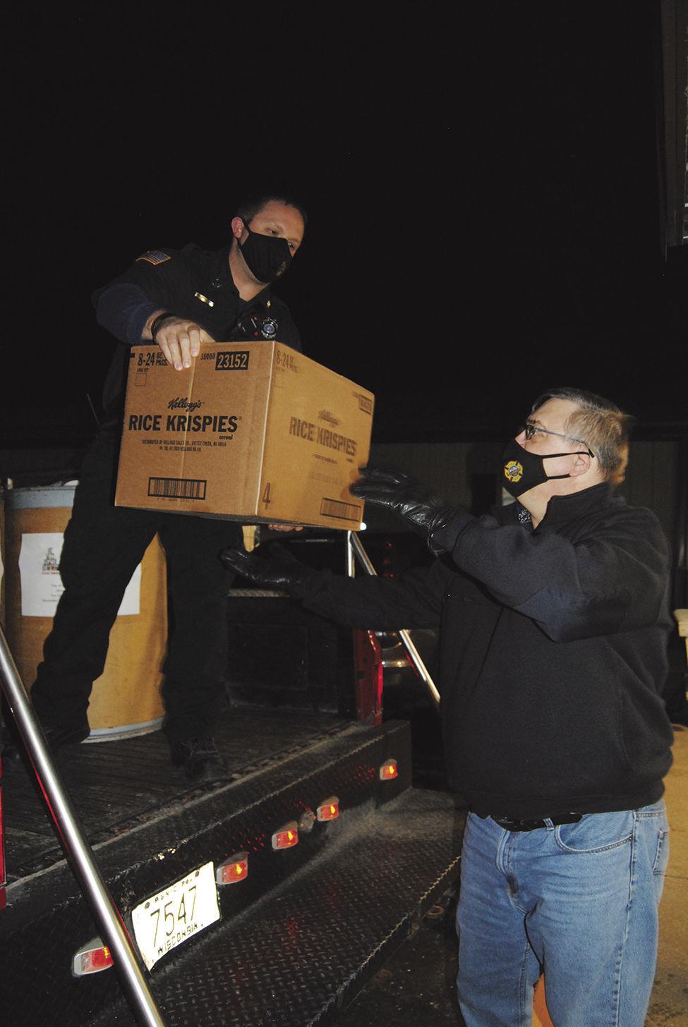 Lake Mills Fire Deptartment donates to Food Pantry