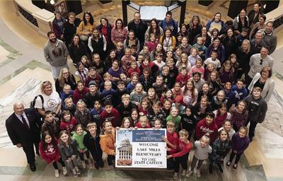Senator Fitzgerald Greets Lake Mills Elementary School at Capitol