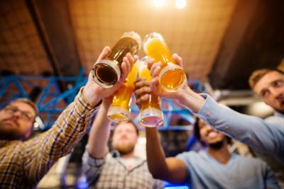 'Bottoms up' toasts Wisconsin's bar and brewery history