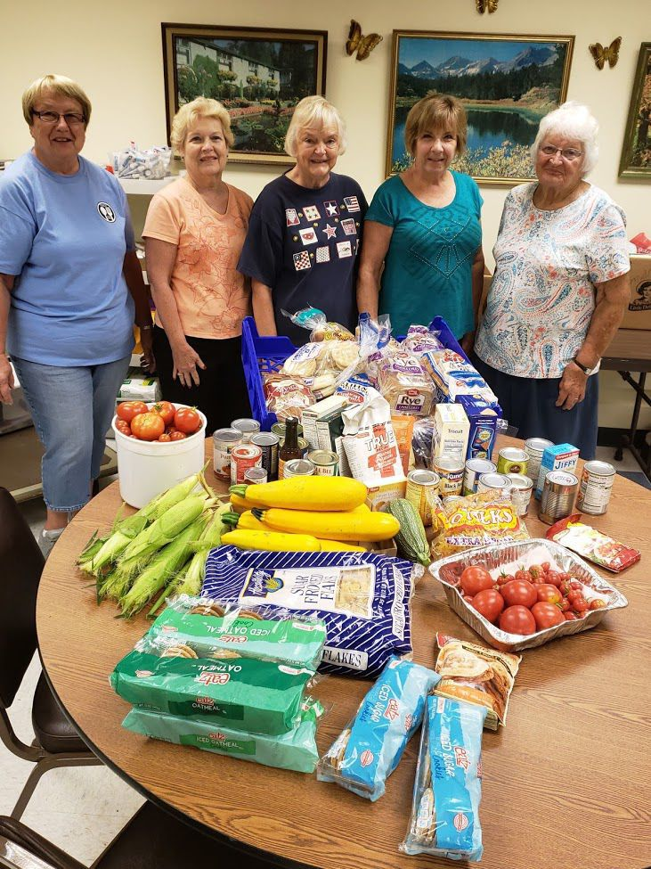 Poynette Area Community Food Pantry volunteers