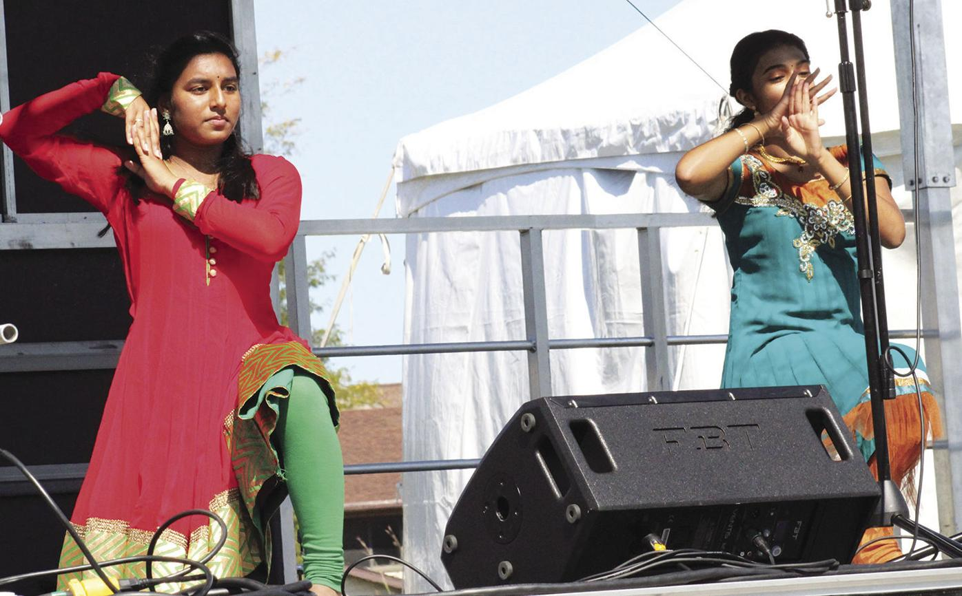 Divas of Bollywood dancers