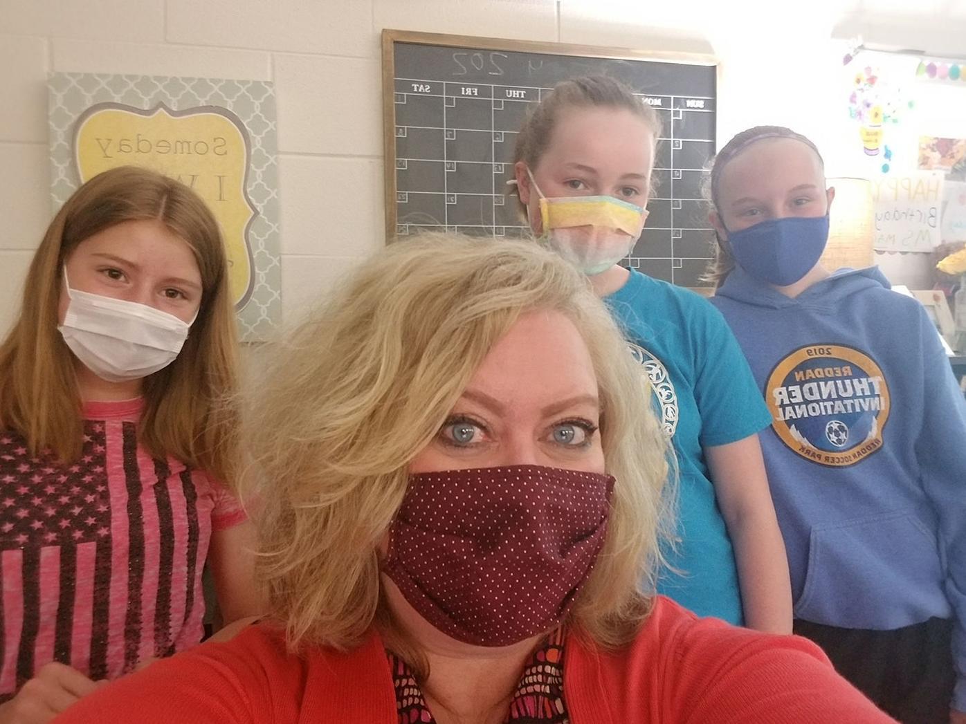 Magnor selfie w/ students
