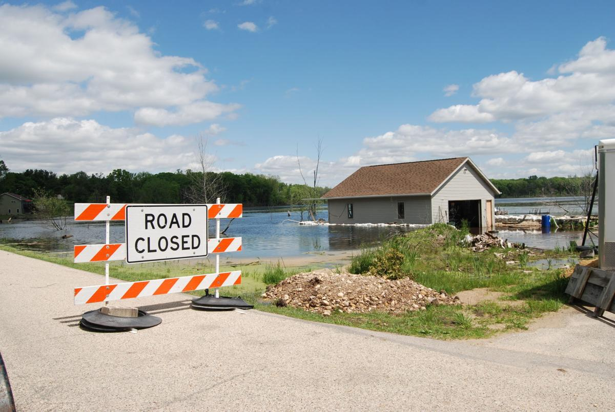 Floodwaters close Clear Lake Road