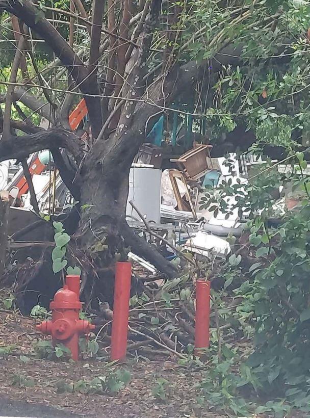 Nuisance property junk in Vero Beach