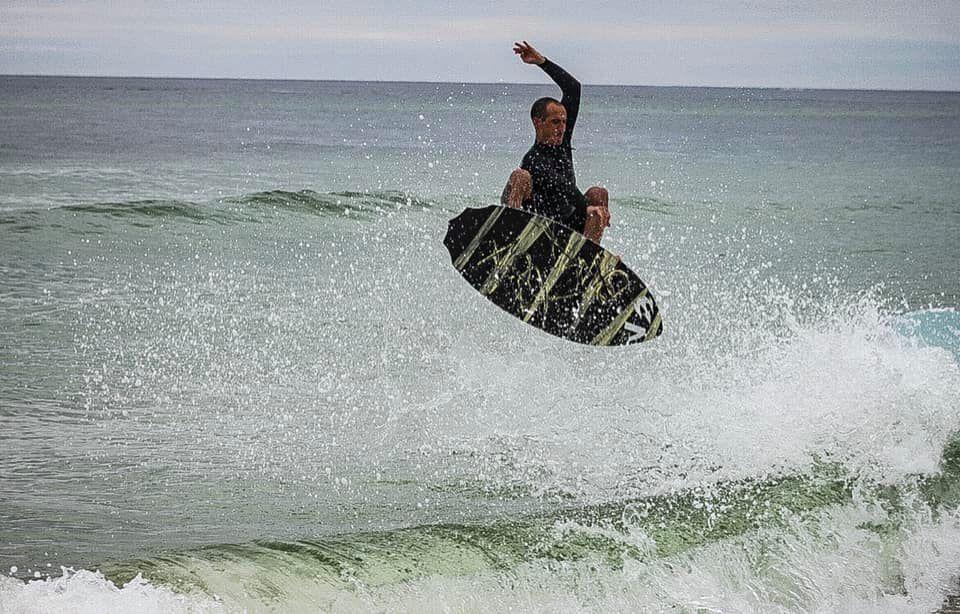 Skim board competitor
