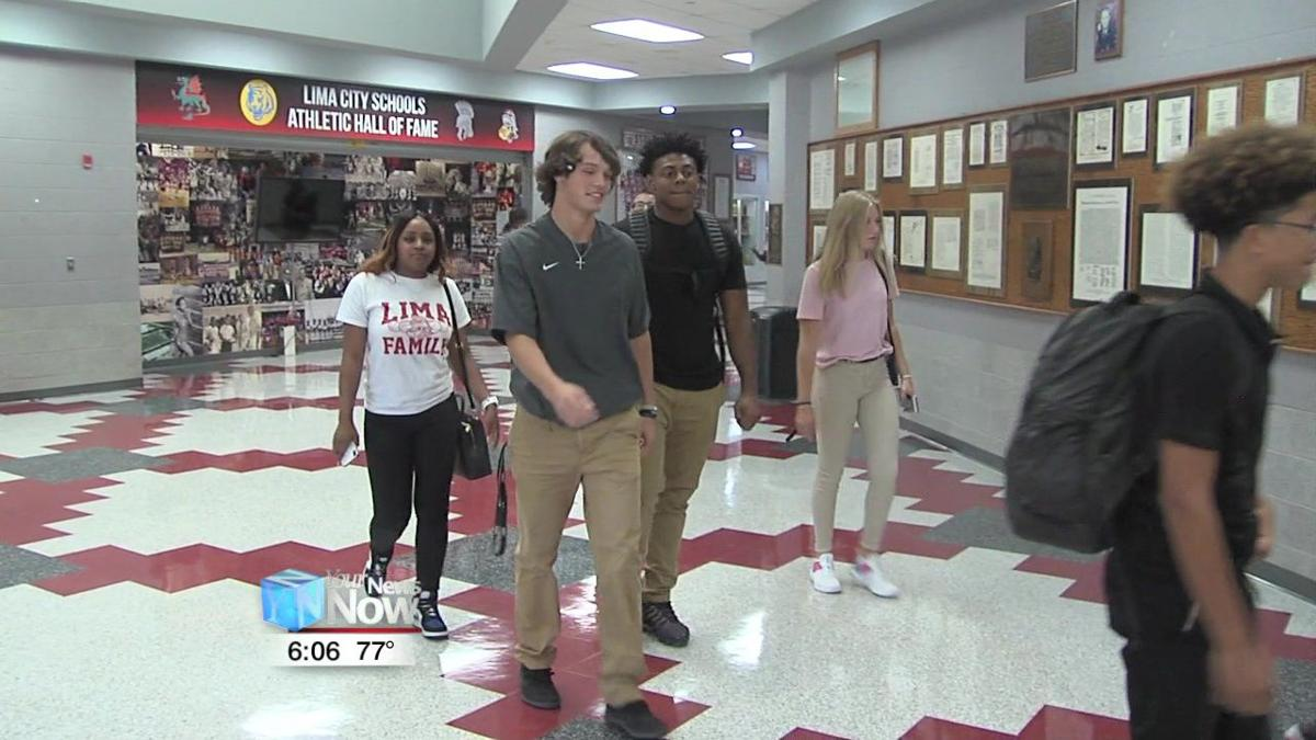 Senior students at Lima City Schools start their last 'first day' 2.jpg