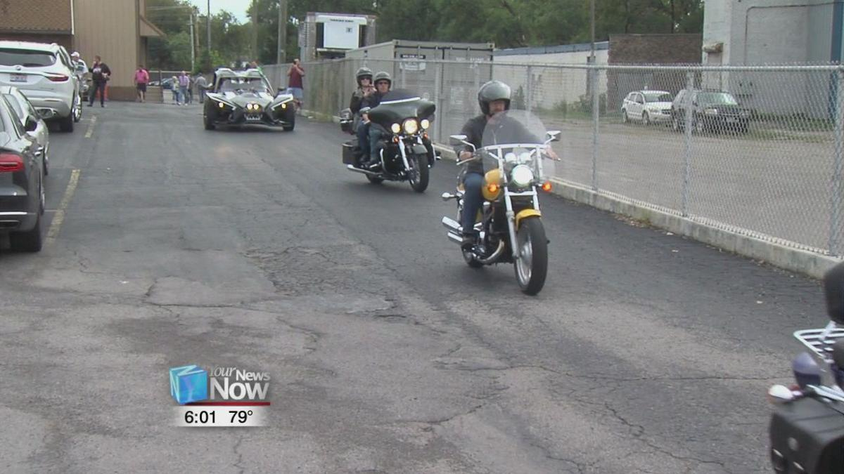 People eat and ride to help the Flag City Honor Flight1.jpg