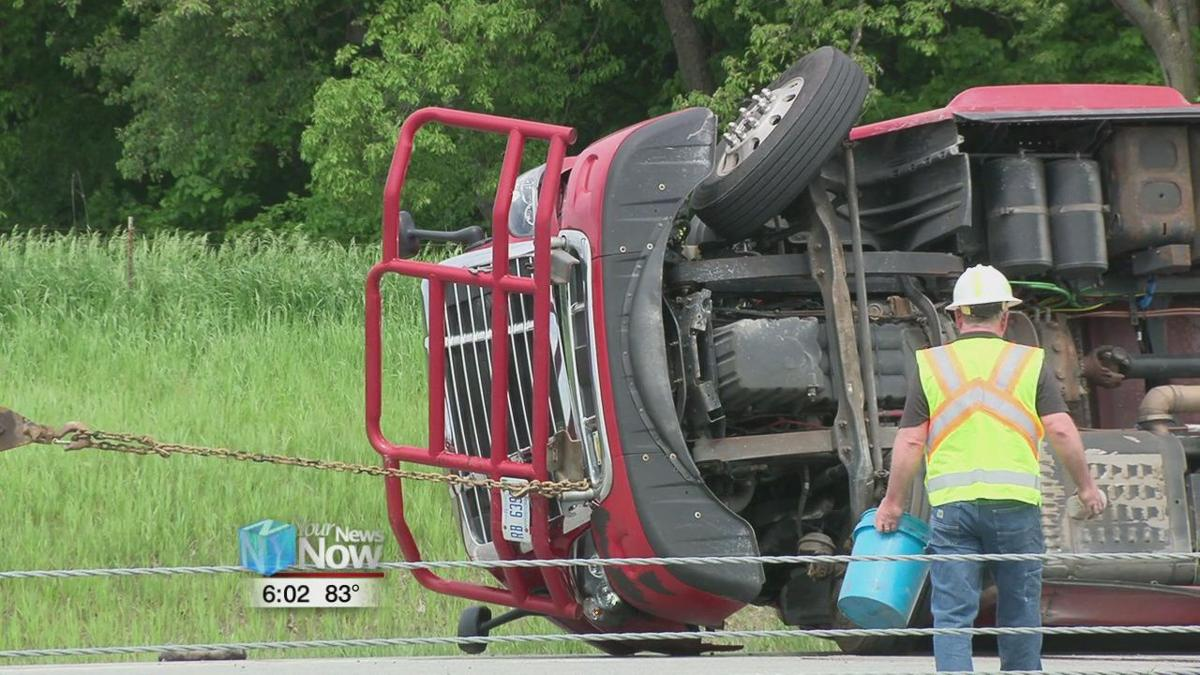 Semi truck overturns on I-75