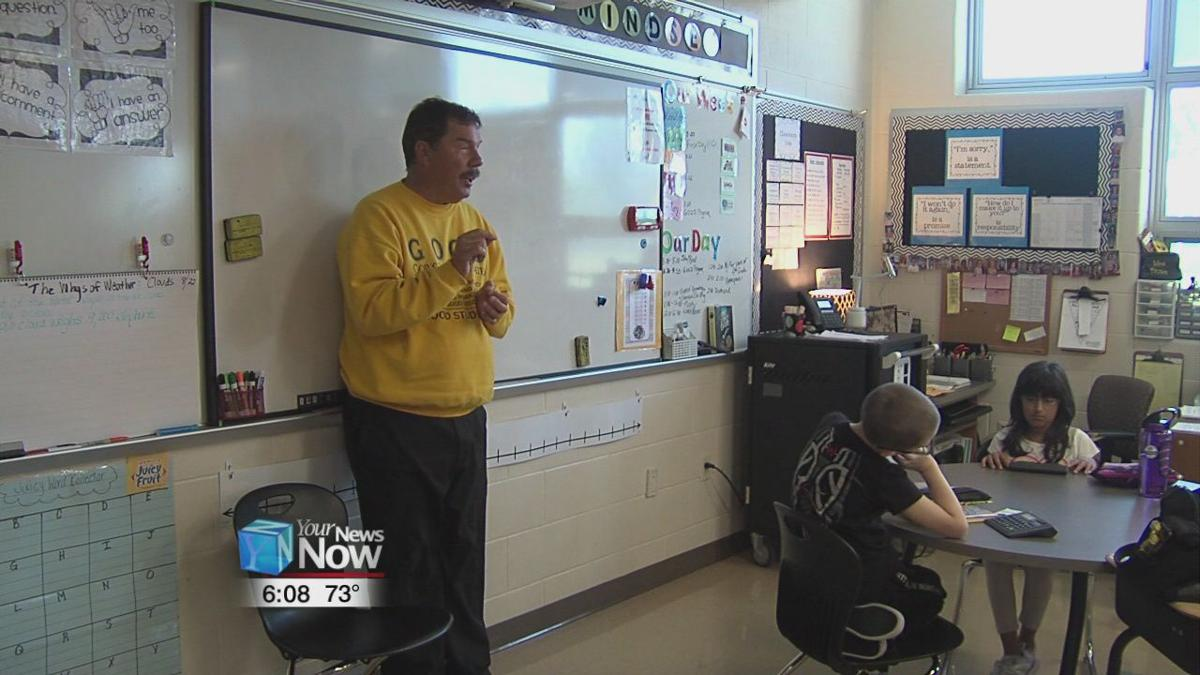 Ohio man dedicates himself into motivating students after losing his sight 1.jpg