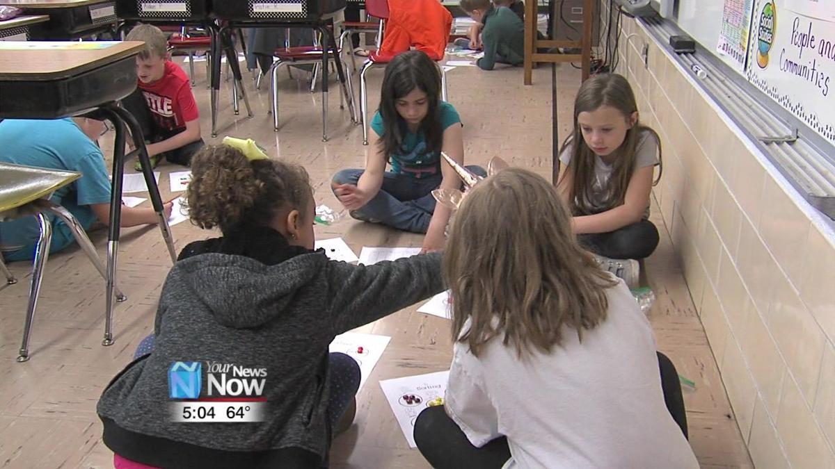 Landeck Elementary students tour Delphos schools 2.jpg