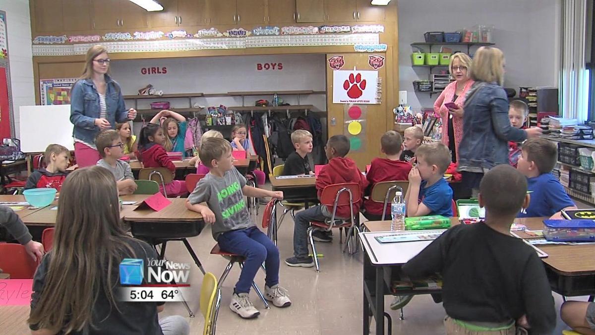 Landeck Elementary students tour Delphos schools 1.jpg