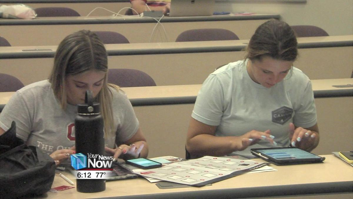 Ohio State Lima gives incoming students new iPads1.jpg