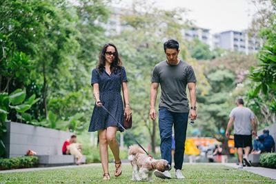 walk-kansas-couple-walking.jpg