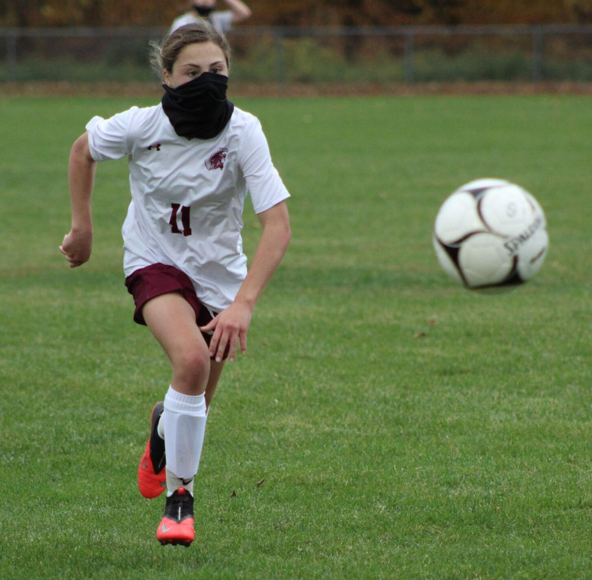 Undefeated Spartans score late to down Mustangs