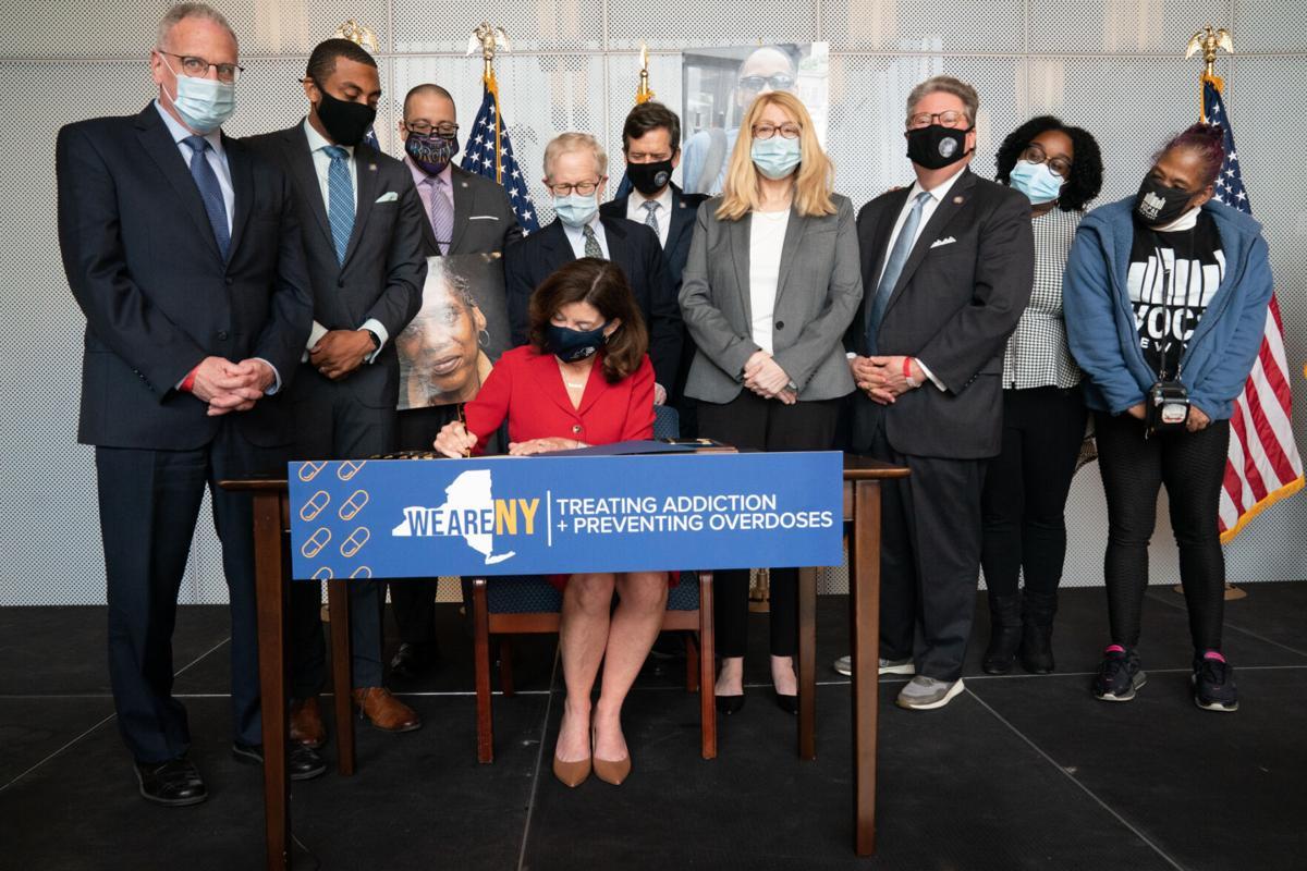 Hochul decriminalizes syringes, expands substance use treatment in prisons