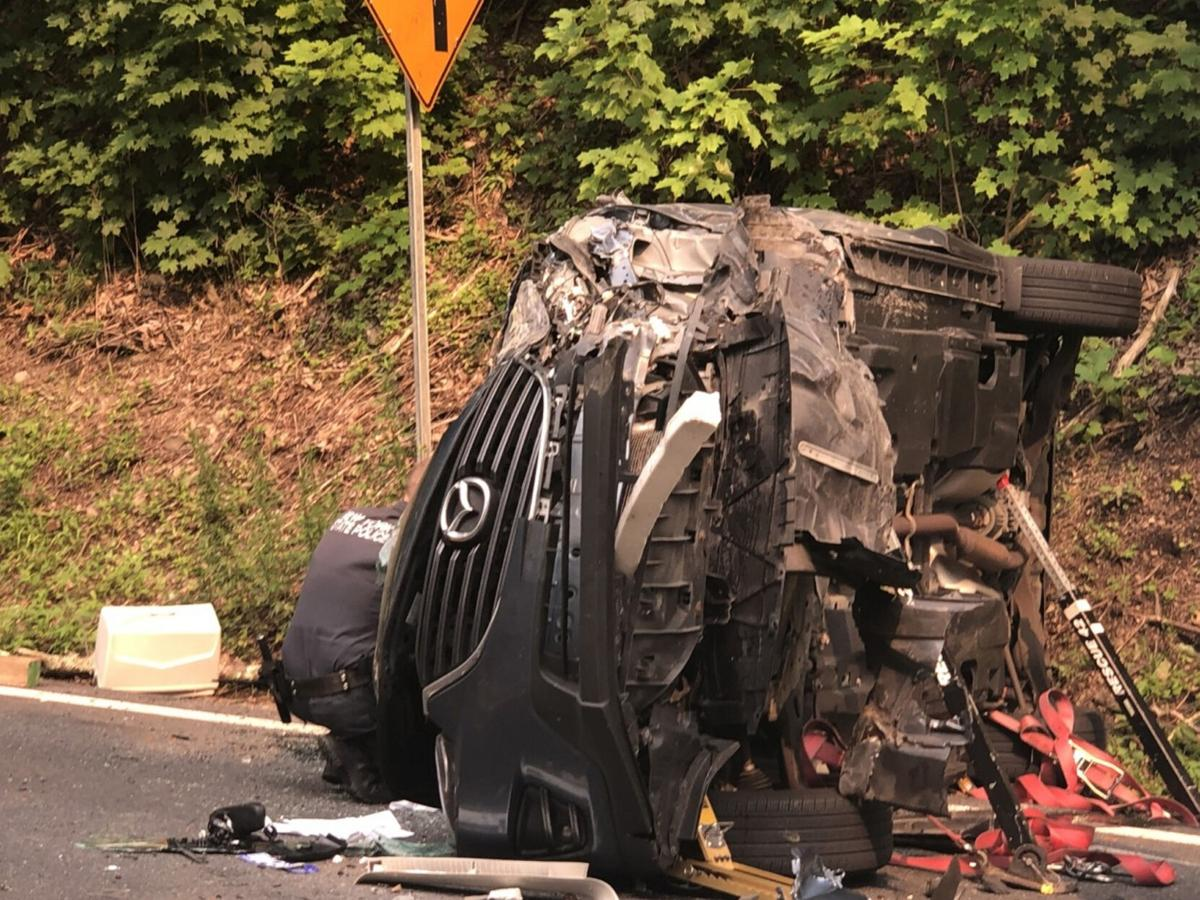 2 injured in Greenport head-on crash
