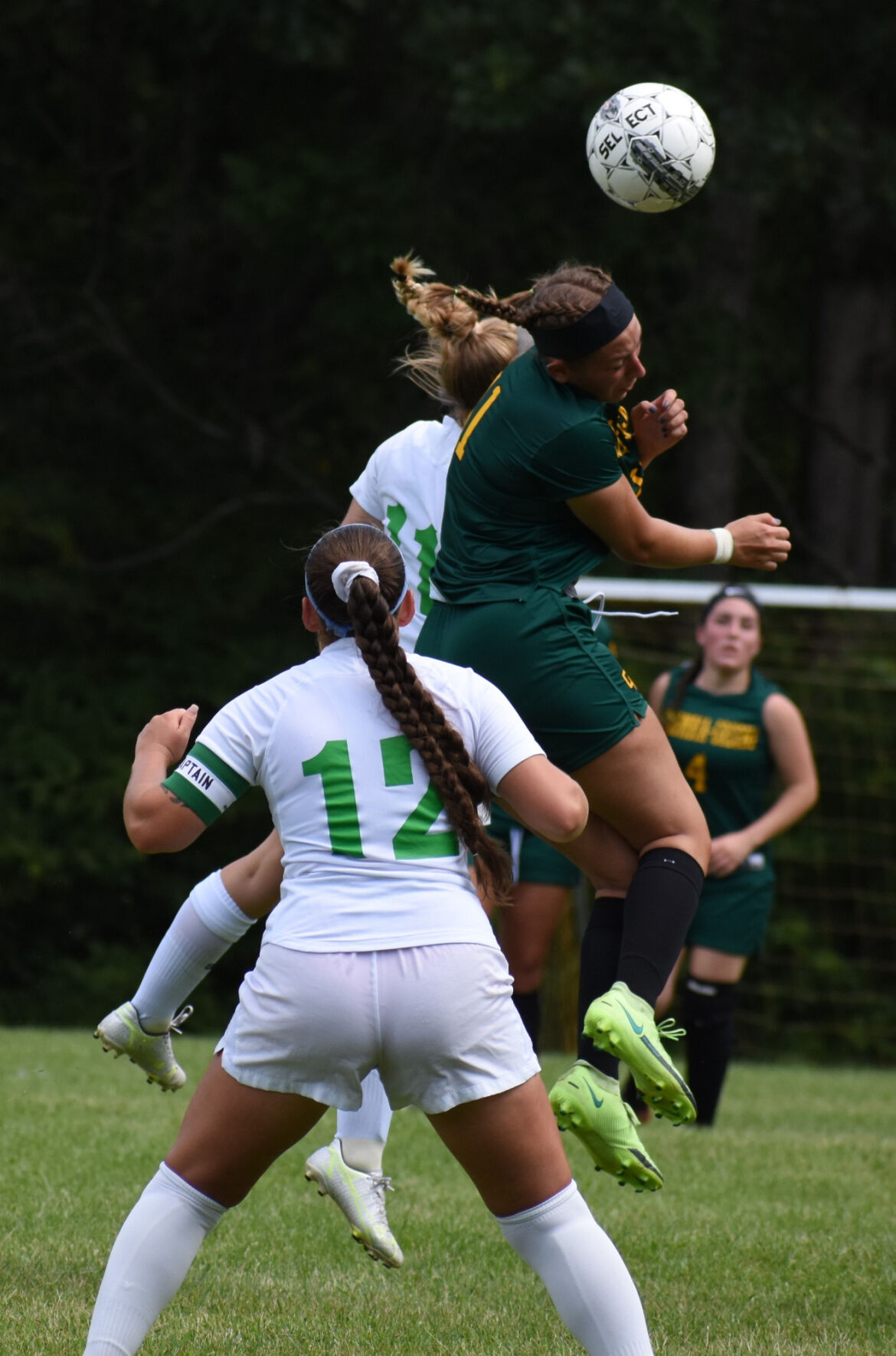 LOCAL ROUNDUP: C-GCC women's soccer falls in opener; MH golfers win first