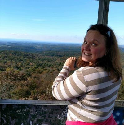 Greenport woman dies in car crash