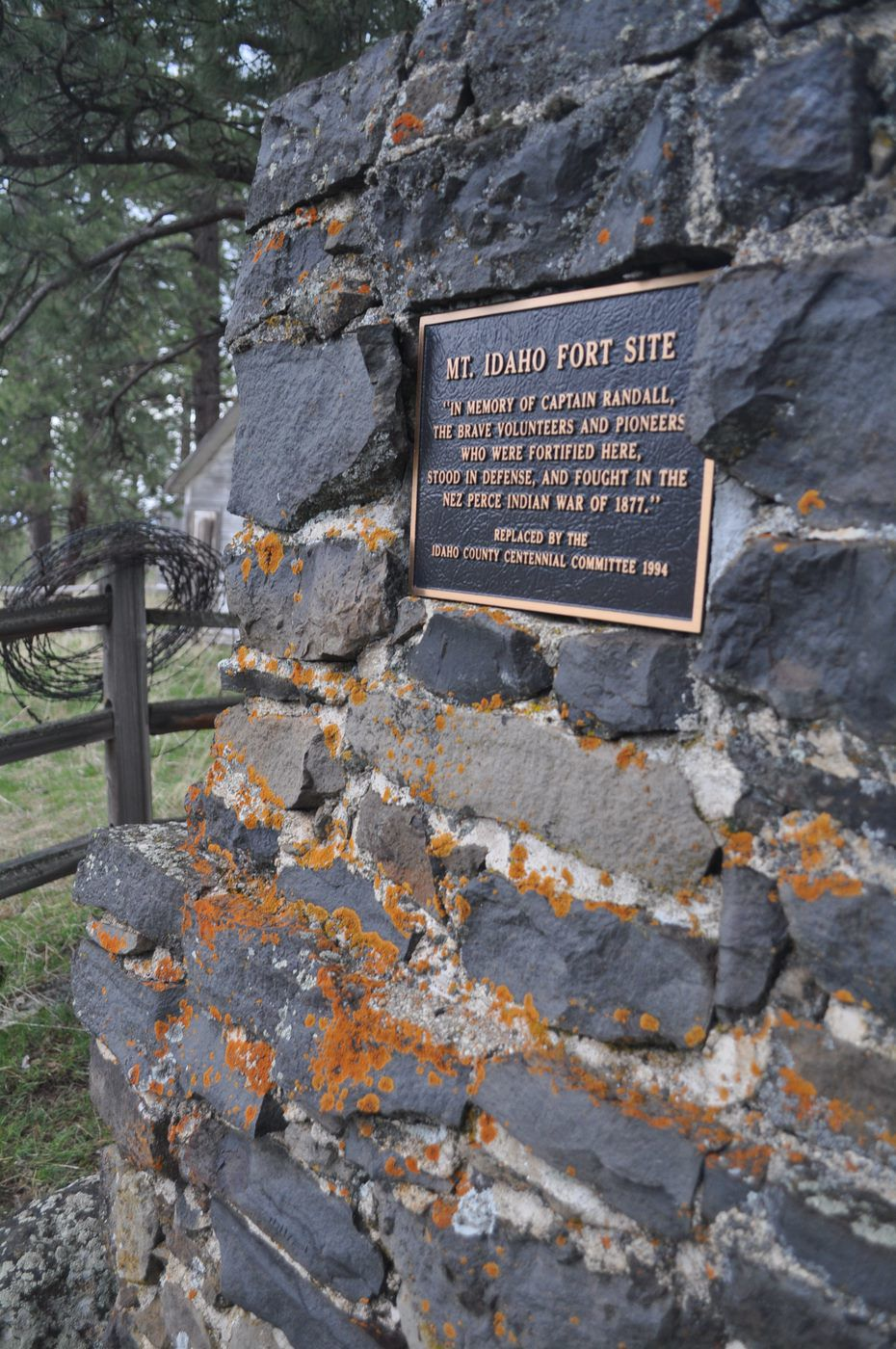 Cairn recognizes people involved in fort efforts