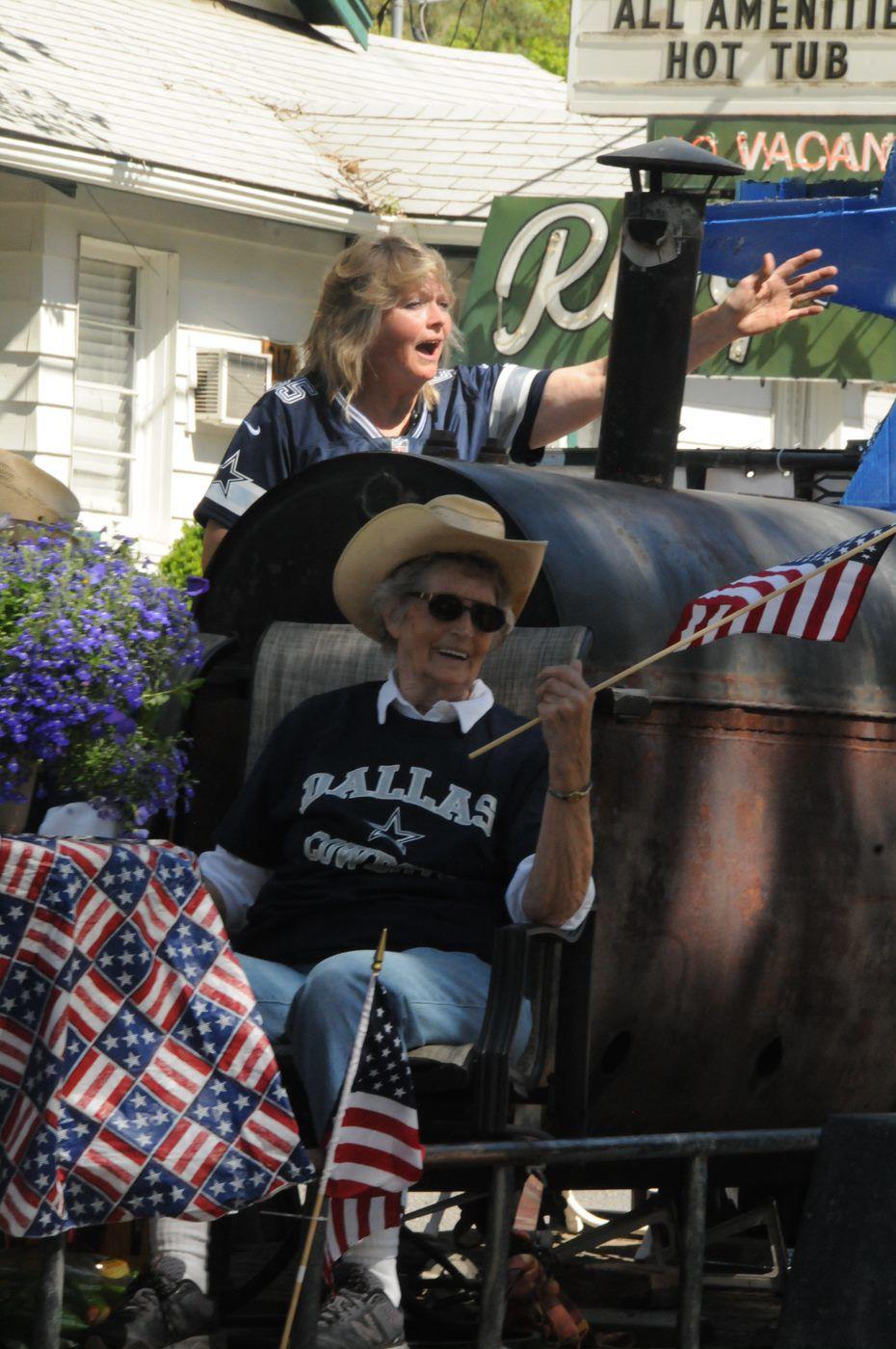 Riggins Mayor Glenna McClure and her mother Rita Roake