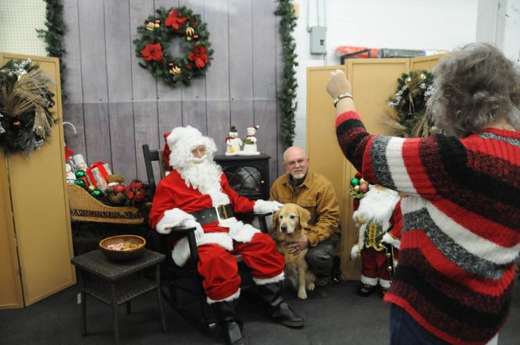 Pets and Kids Pictures with Santa is Nov. 16 in Grangeville