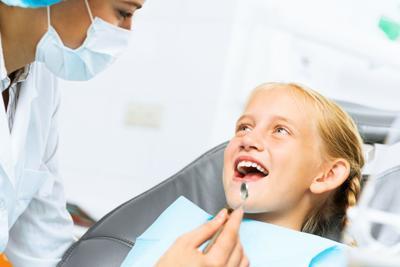 Dentist doctor kid - adam121-Rf.jpg