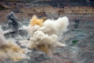 Explosion pit mine - alicenerr-RF.jpg