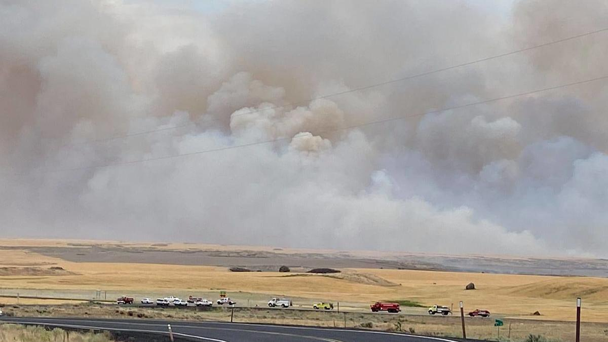 Evacuations issued for town of Mansfield as destructive wind-fueled fire draws near, fire at 10,000 acres
