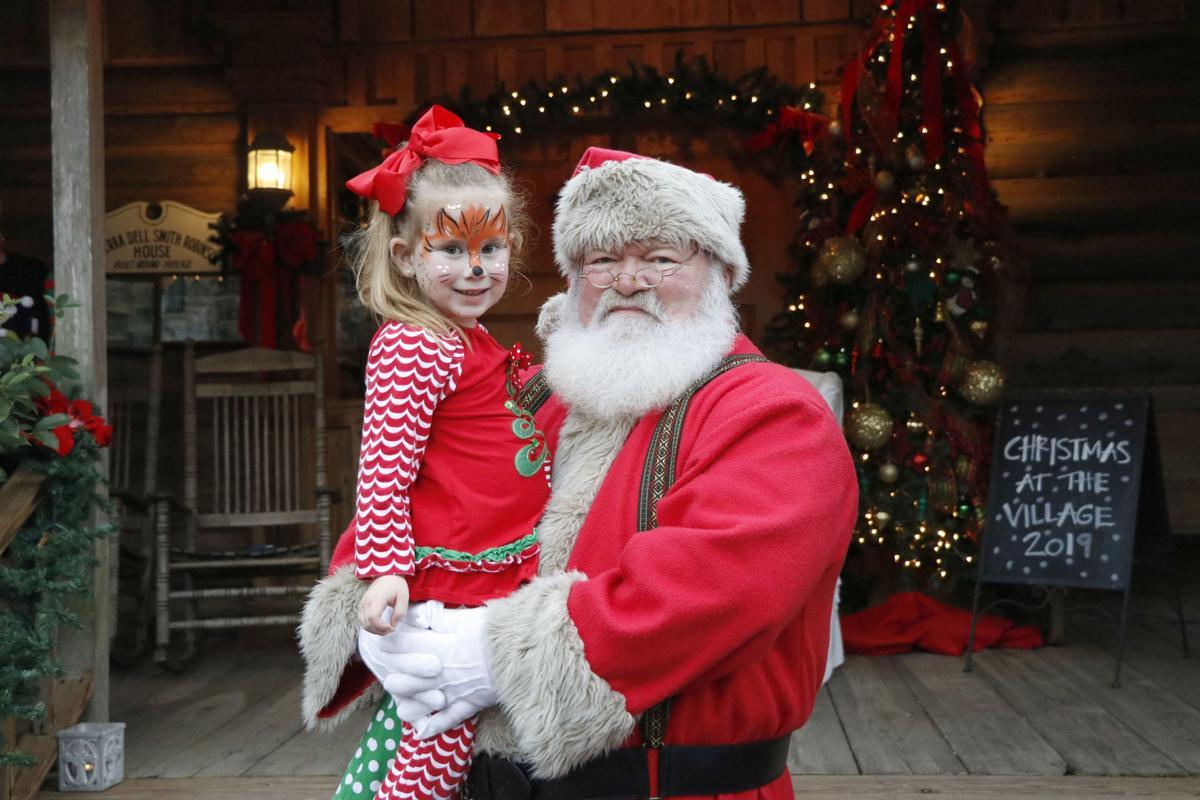 Landrums 2019 - Santa n Lilly Rayner_3722.jpg