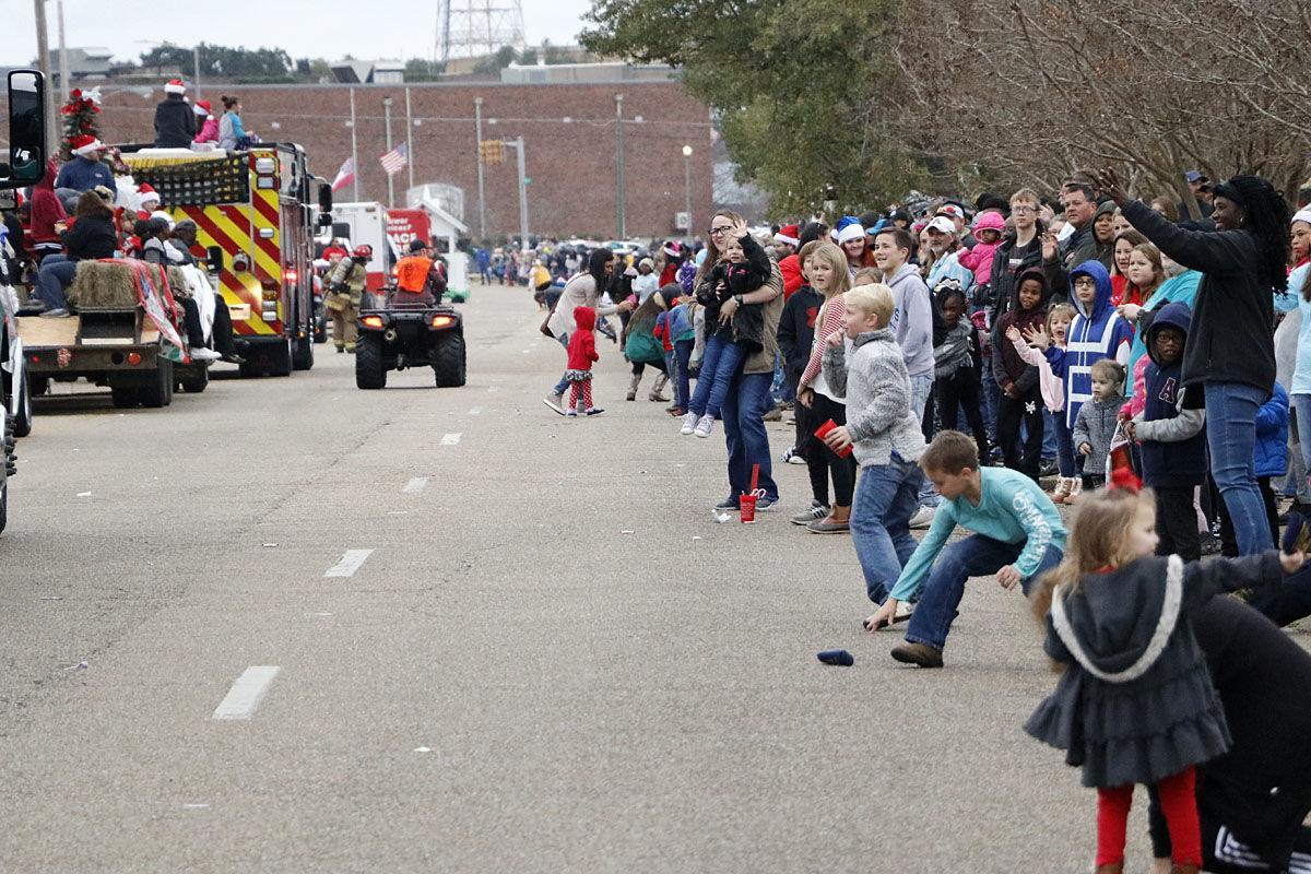 Laurel Parade - crowd lined street_4294 - Copy.jpg