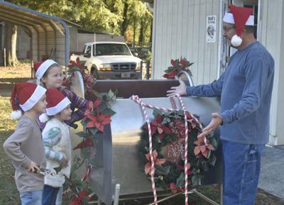 Civitans prepare sleigh for parade