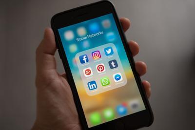 cellphone social media
