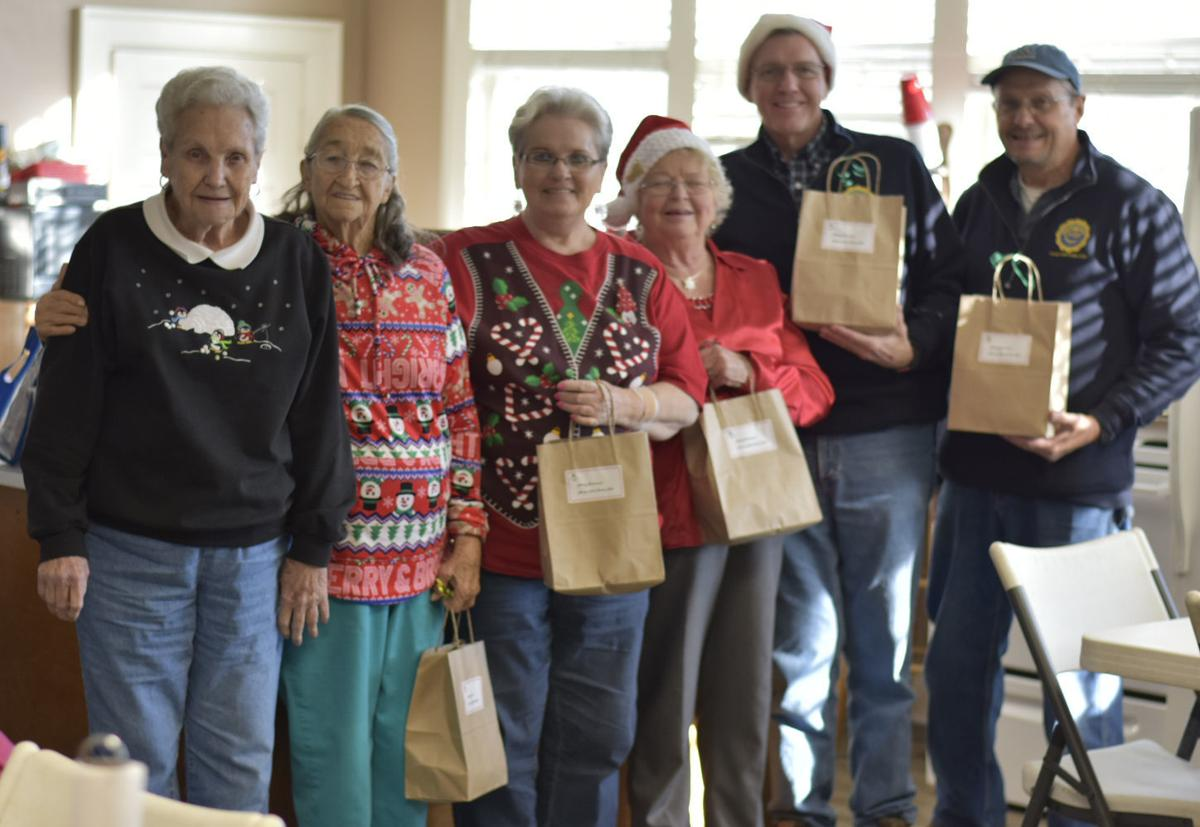 Civitans deliver Christmas fruit bags to kids and seniors