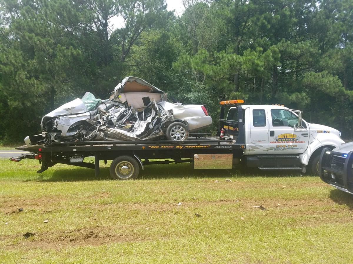 Coroner: Greenwood man died in tractor-trailer wreck | Breaking