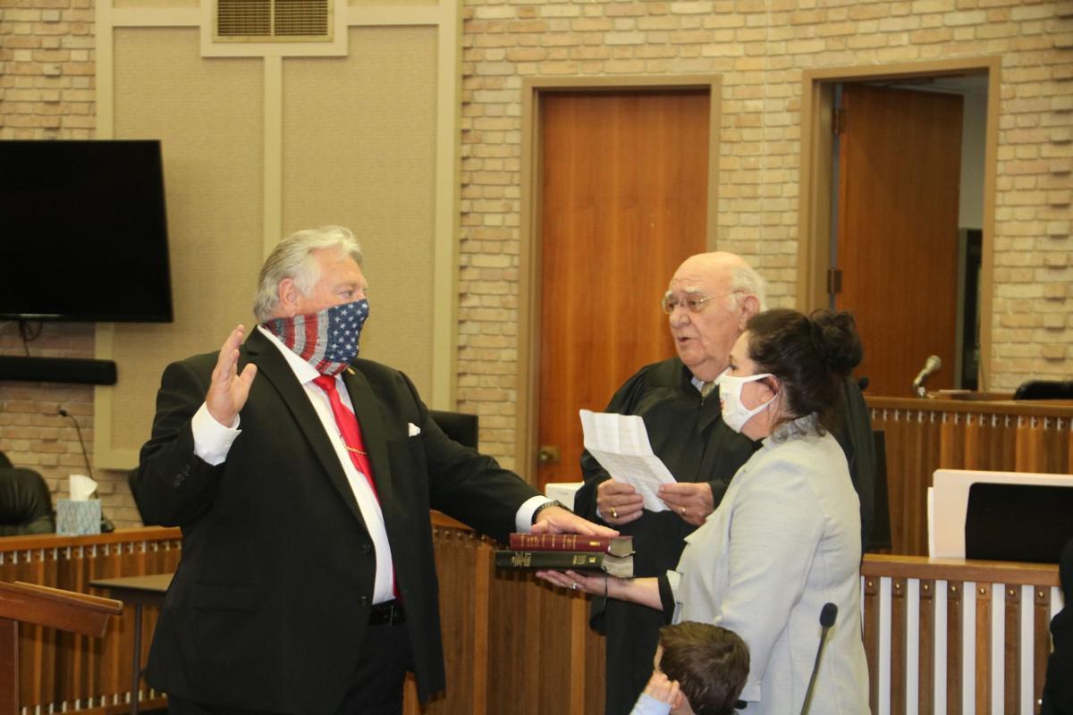 Billy Garrett taking the oath of office