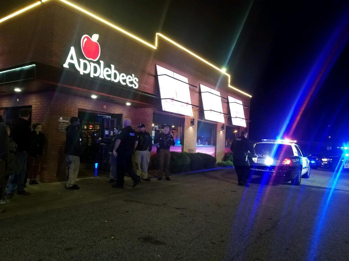 Police respond to Applebee's