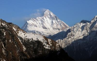 Bodies spotted in search for missing climbers in India