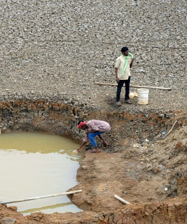 Dry lakebeds and fights for water as drought grips Chennai