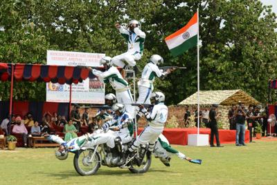 Daredevils, balloons and bangles for Indian Independence Day