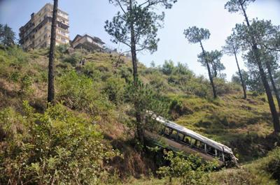 35 dead as bus plunges into gorge in Kashmir