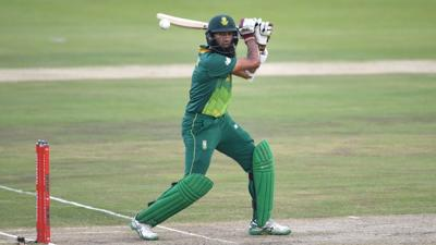 South Africa's Amla retires hurt after being hit by Archer bouncer