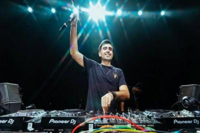 Indian DJ signs deal with American record label