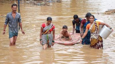 Monsoon floods kill more than 200 in India