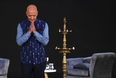 Bezos promises $1 billion in bid to see off Indian e-commerce storm