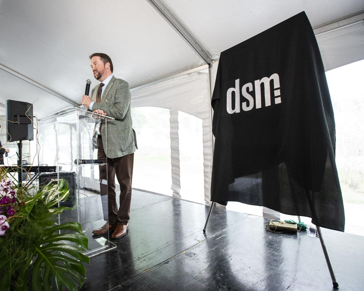 DSM magazine kicks off new cover at Opera headquarters