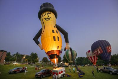 Balloonist salute years in Indianola