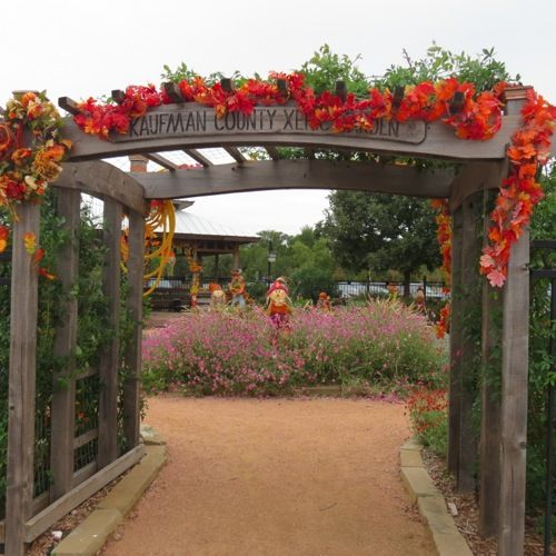 Kaufman County Xeric Garden In Forney Decorated For The Fall