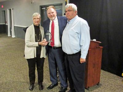 New Haven mayor presents service award to Bob and Sue Byrd