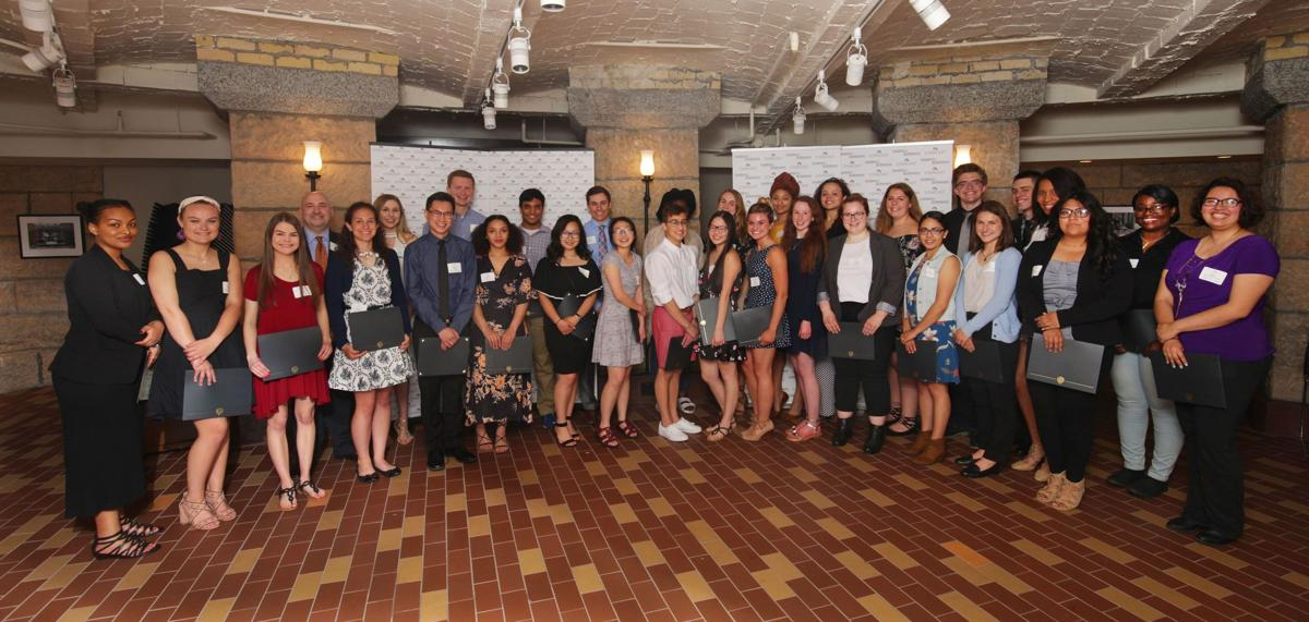 Comcast NBCUniversal awards $45,000 in scholarships to Twin Cities seniors